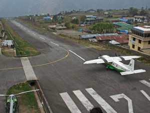 Landningsbanan i Lukla